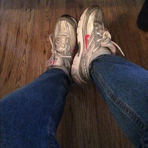 "Nike ""mom shoes"""